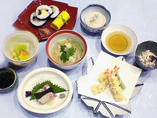 三栄のお昼のお献立